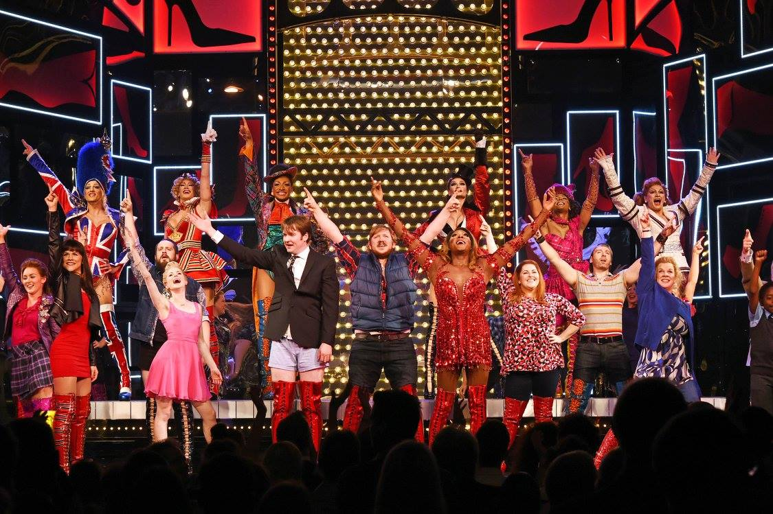 Cyndi lauper and cast take bow at west end opening of for Cyndi lauper broadway kinky boots