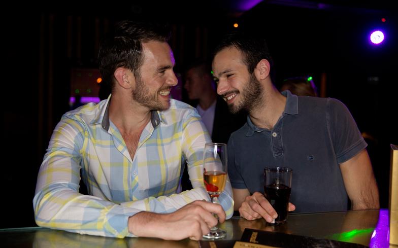 no-074_gay_couple_bar