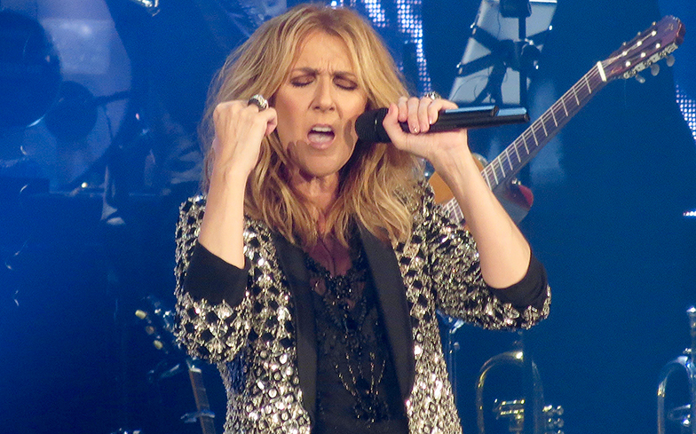 Celine Dion performs remixed 'My heart will go on'
