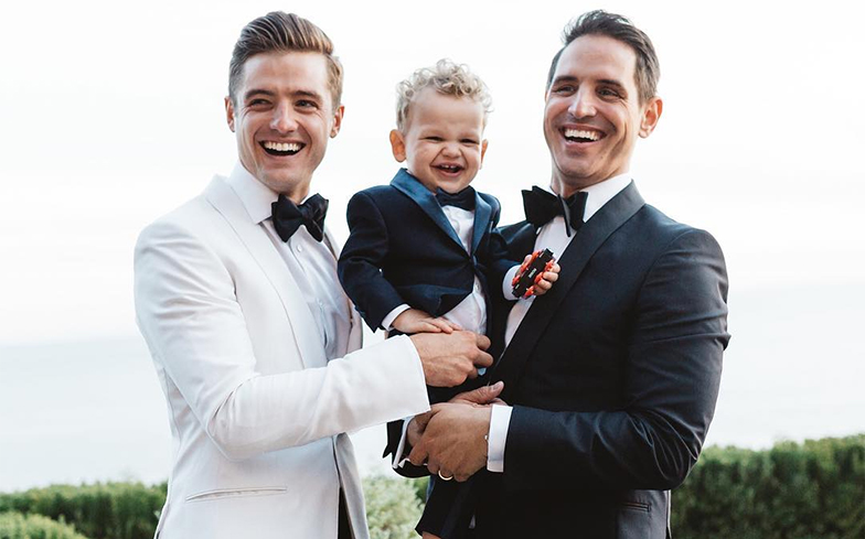 see photos from robbie rogers and greg berlanti 39 s romantic wedding day. Black Bedroom Furniture Sets. Home Design Ideas