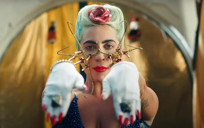 Lady Gaga no clipe de 911 (Foto: Reprodução)